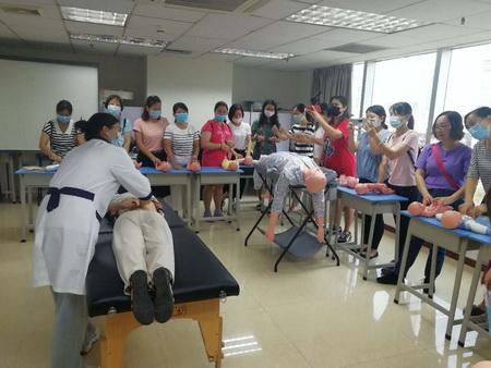 广州母婴护理师费用,荔湾区妇婴护理月嫂价格一览表,母婴家政
