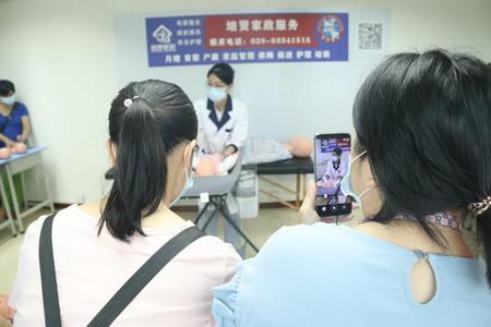 天河区住家月嫂价格一览表,广州婴幼儿护理月嫂收费标准,母婴家政