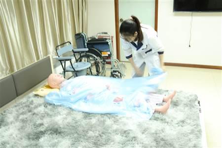 广州找养老保姆报价,荔湾区养老护理服务价格一览表,母婴家政