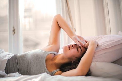 坐月子发烧怎么办?该不该继续哺乳?