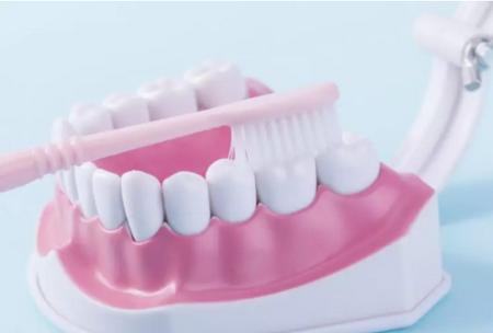 如何对老年人进行牙齿保养?广州养老护理职业技能培训